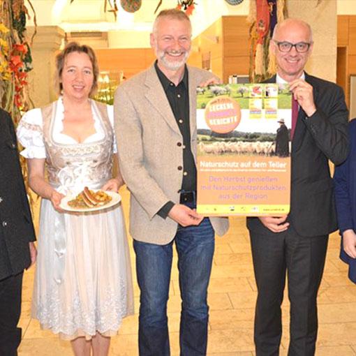 Juradistl-Woche in der Kantine der Regierung der Oberpfalz eröffnet – Vizepräsident Jonas: Lamm und Apfelsaft aus der Oberpfalz schmecken hervorragend
